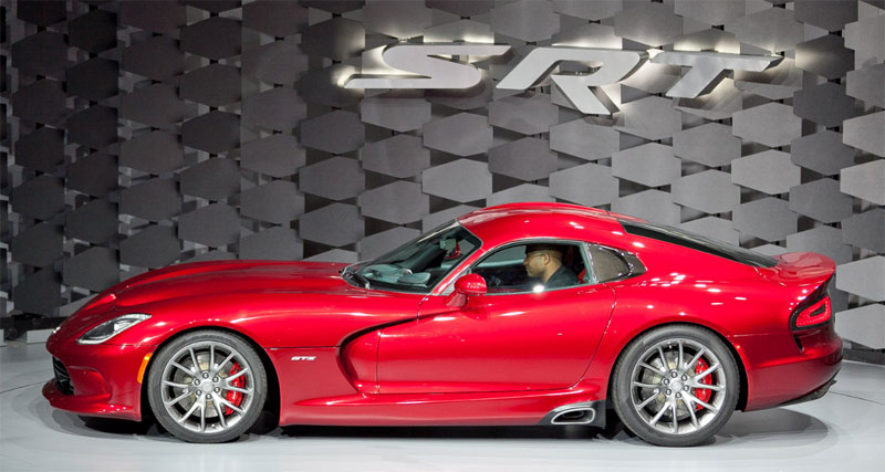 News 2013 Srt Viper Strikes With 640hp Sheds 100lbs Roadtest Tv
