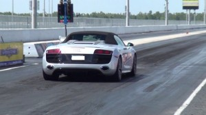 Corvette Stingray Audi on Race Video  2012 Audi R8 Spyder V10 R Tronic Vs  Modded C6 Corvette