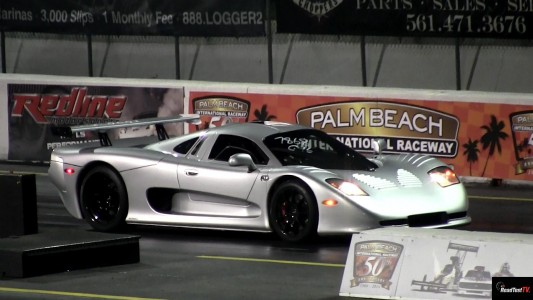 Mosler MT900 v McLaren SLR 1/4 mile Drag Race